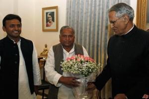mulayam-singh-yadav-banwari-lal-joshi-akhilesh-yadav-2012-3-7-9-10-17